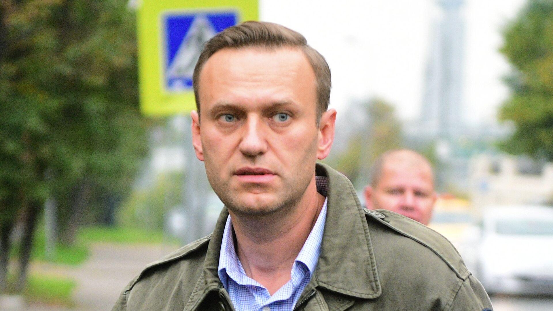 Алексей Навальный у здания Симоновского районного суда Москвы. 2 октября 2017 - РИА Новости, 1920, 23.11.2020
