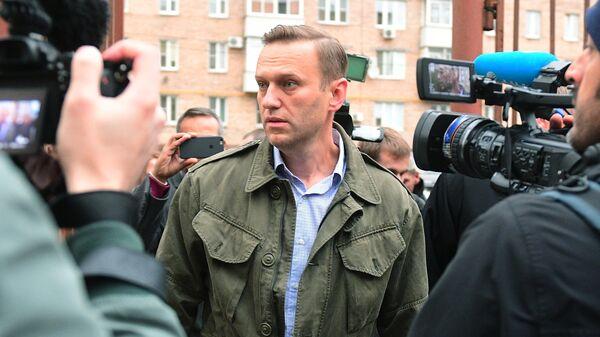 Алексей Навальный у здания Симоновского районного суда Москвы. 2 октября 2017