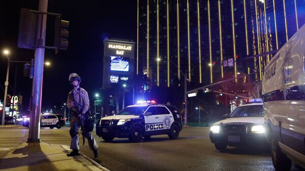 Полиция на месте стрельбы у казино Mandalay Bay в Лас-Вегасе. 2 октября 2017