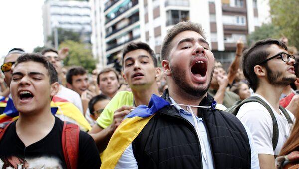 Участники забастовки в поддержку референдума о независимости Каталонии в Барселоне. 3 октября 2017
