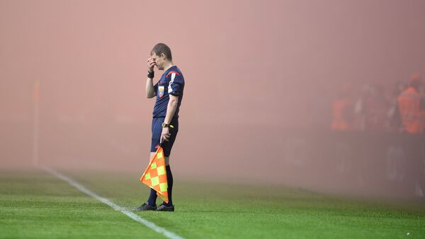 Арбитр во время матча РФПЛ