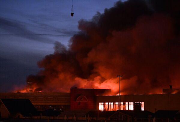 Пожар в торговом центре Синдика в Москве