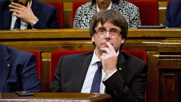 Глава Женералитета Карлес Пучдемон во время дискуссии по итогам референдума о независимости Каталонии в зале пленарных заседаний каталонского парламента. 10 октября 2017