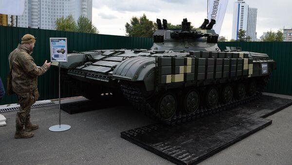 Боевая машина поддержки танков Страж, представленная на выставке Оружие и безопасность в Киеве. Архивное фото