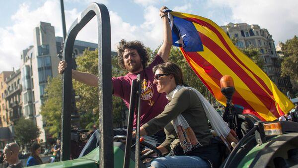 Жители Барселоны в ожидании оглашения парламентом итогов референдума о независимости Каталонии