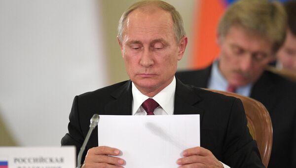 Президент РФ Владимир Путин на заседании ЕврАзЭС на уровне глав государств в расширенном составе. 11 октября 2017