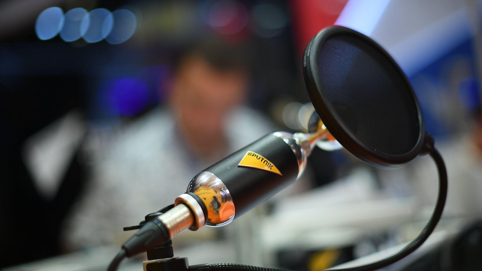 Микрофон в студии радио Sputnik - РИА Новости, 1920, 30.11.2020