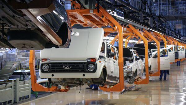 Цех сборки автомобилей Лада Нива, Лада Гранта на заводе ОАО АвтоВАЗ в Тольятти. Архивное фото