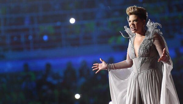 Певица Тина Кузнецова выступает на церемонии открытия XIX Всемирного фестиваля молодежи и студентов в Сочи. 15 октября 2017
