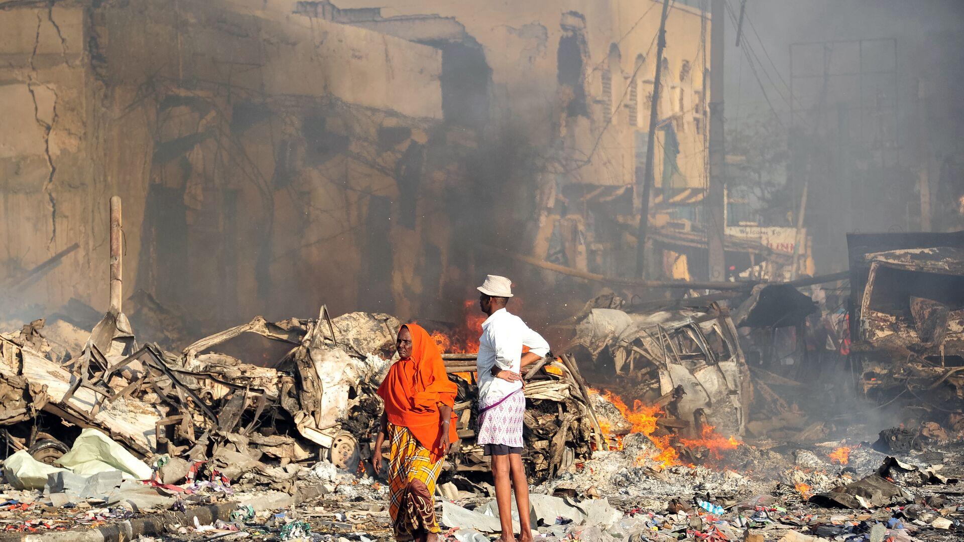 На месте врзыва в Могадишо в Сомали. 14 октября 2017 - РИА Новости, 1920, 14.09.2021