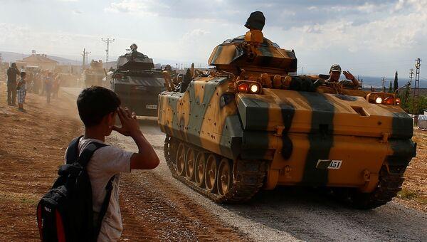 Транспортеры турецких вооруженных сил на турецко-сирийской границе. 11 октября 2017