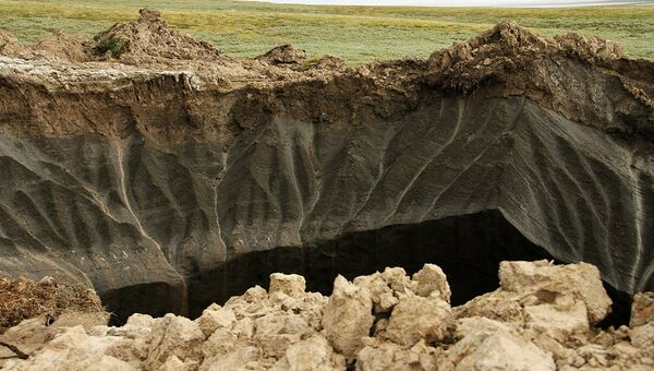 Вид на гигантскую воронку в Ямало-Ненецком автономном округе