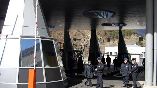 Автомобильный пункт пропуска Верхний Ларс на грузино-российской границе. Архивное фото