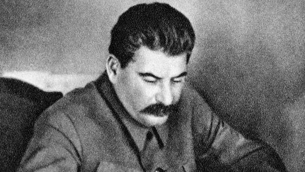 Иосиф Сталин в рабочем кабинете. Архивное фото