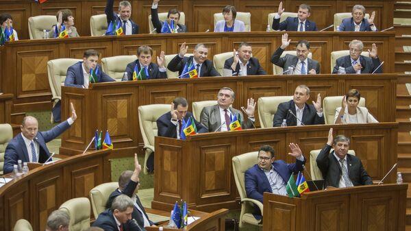 Заседание парламента в Кишиневе, Молдова