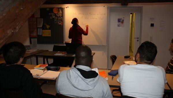 Студенты-беженцы на занятиях в школе Германии