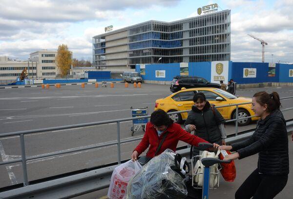 На территории строительства многоуровневого паркинга в новом терминале аэропорта Домодедово