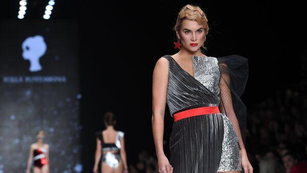 c56d0be48 Новая коллекция дизайнера Bella Potemkina в рамках Mercedes-Benz Fashion  Week Russia в Центральном выставочном