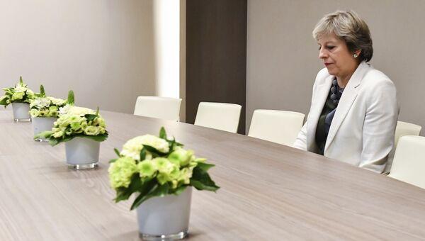 Премьер-министр Великобритании Тереза Мэй перед встречей с Дональдом Туском на саммите ЕС в Брюсселе. 20 октября 2017