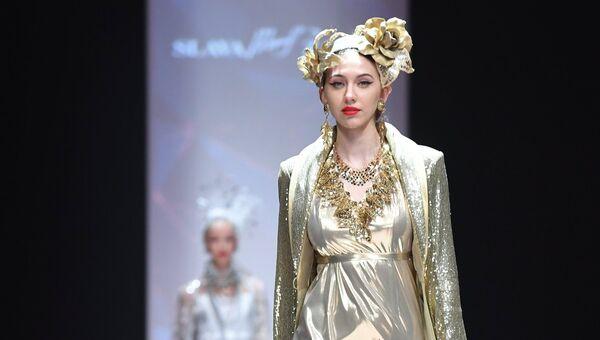 1045e3ac4 Показ новой коллекции дизайнера Славы Зайцева в рамках Mercedes-Benz  Fashion Week Russia в Центральном