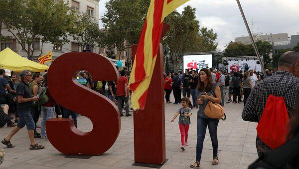 Начало митинга в поддержку референдума о независимости в Каталонии, организованного леворадикальной партий Кандидатура народного единства