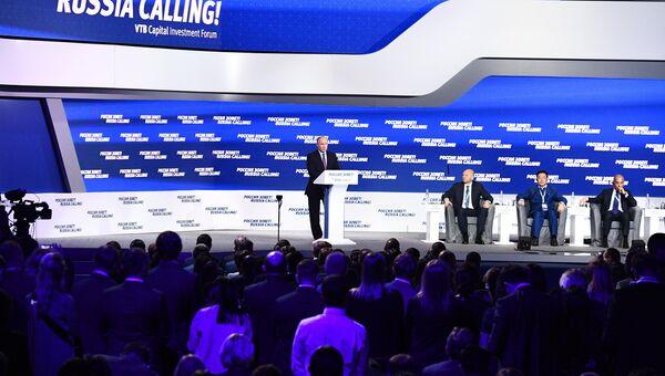Владимир Путин выступает на пленарной сессии инвестиционного форума ВТБ Капитал Россия зовет!. 24 октября 2017