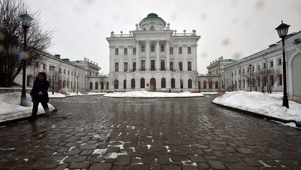 Фасад Дома Пашкова. Архивное фото