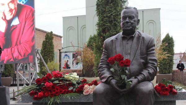 Памятник Эльдару Рязанову в Самаре