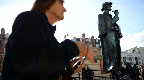 Памятник сыщику Шерлоку Холмсу на Бейкер-стрит. Архивное фото