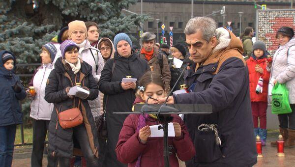 Москвичи почтили память жертв репрессий на акции Возвращение имен
