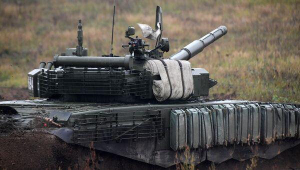Танк Т-72Б3 на полигоне в Минской области во время совместных стратегических учений Белоруссии и России Запад-2017