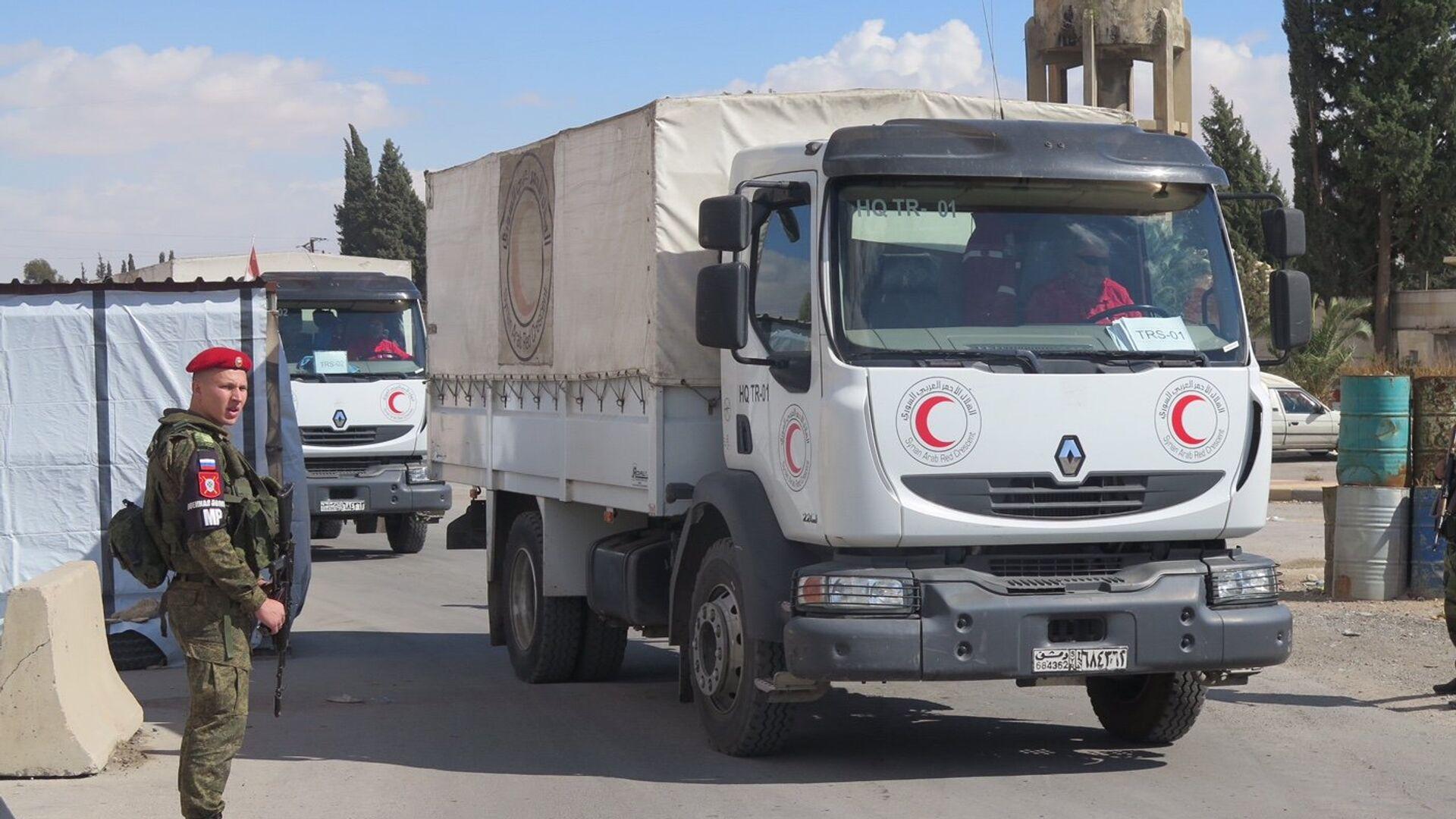 Российские военные обеспечивают беспрепятственный проход гумпомощи ООН в пригород Дамаска, Сирия. 31 октября 2017 - РИА Новости, 1920, 11.02.2021