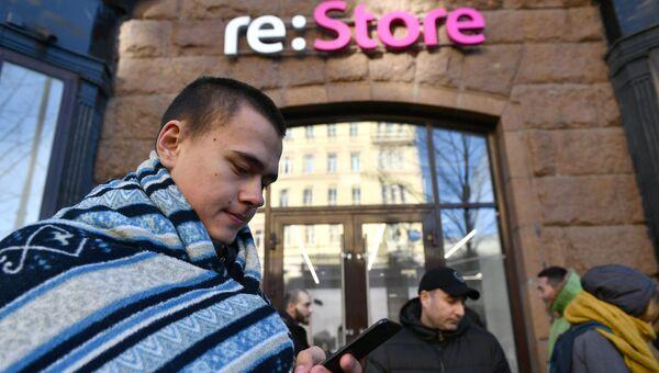 Очередь за iPhone X в магазине re:Store в Москве. 2 ноября 2017