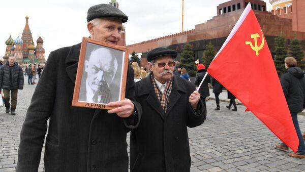 Возложение цветов к Мавзолею В.И. Ленина на Красной площади