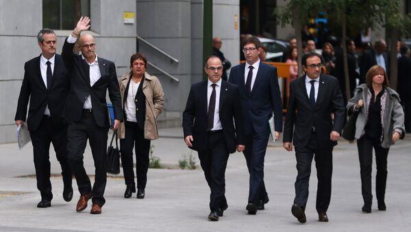 Бывшие члены женералитета Каталонии прибывают в Верховный суд Испании. 2 ноября 2017