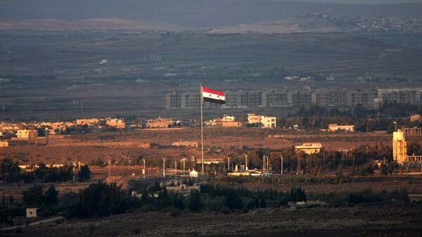 Сирийский флаг в районе Голанских высот. Архивное фото