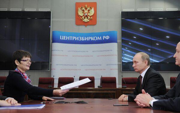 Председатель правительства РФ Владимир Путин в Центральной избирательной комиссии России во время подачи документов для регистрации в качестве кандидата в президенты на предстоящих 4 марта 2012 года выборах главы государствf