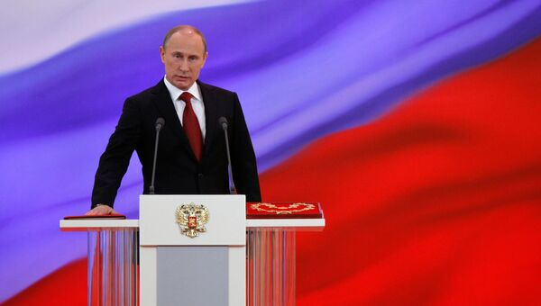 Избранный президент РФ Владимир Путин произносит текст присяги во время церемонии инаугурации. 7 мая 2012 год