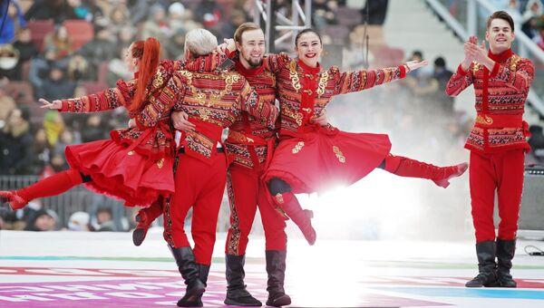 Артисты выступают на сцене во время митинг-концерта Россия объединяет! в Москве. 4 ноября 2017