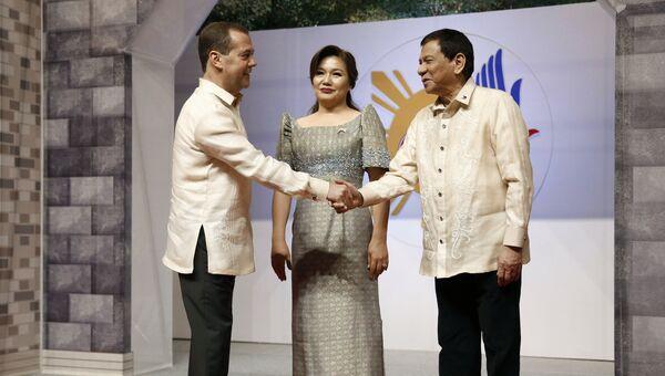 Председатель правительства РФ Дмитрий Медведев и президент Филиппин Родриго Дутерте на саммите АСЕАН в Маниле. 12 ноября 2017