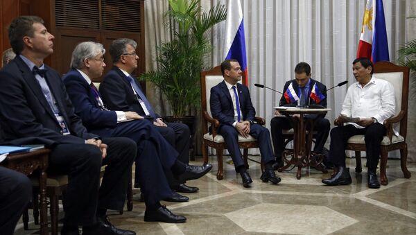 Председатель правительства РФ Дмитрий Медведев и президент Филиппин Родриго Дутерте на саммите АСЕАН. 13 ноября 2017