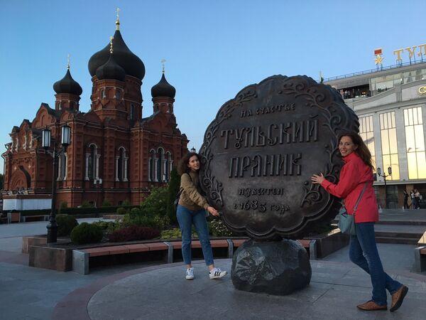 Памятник прянику на площади Ленина в Туле