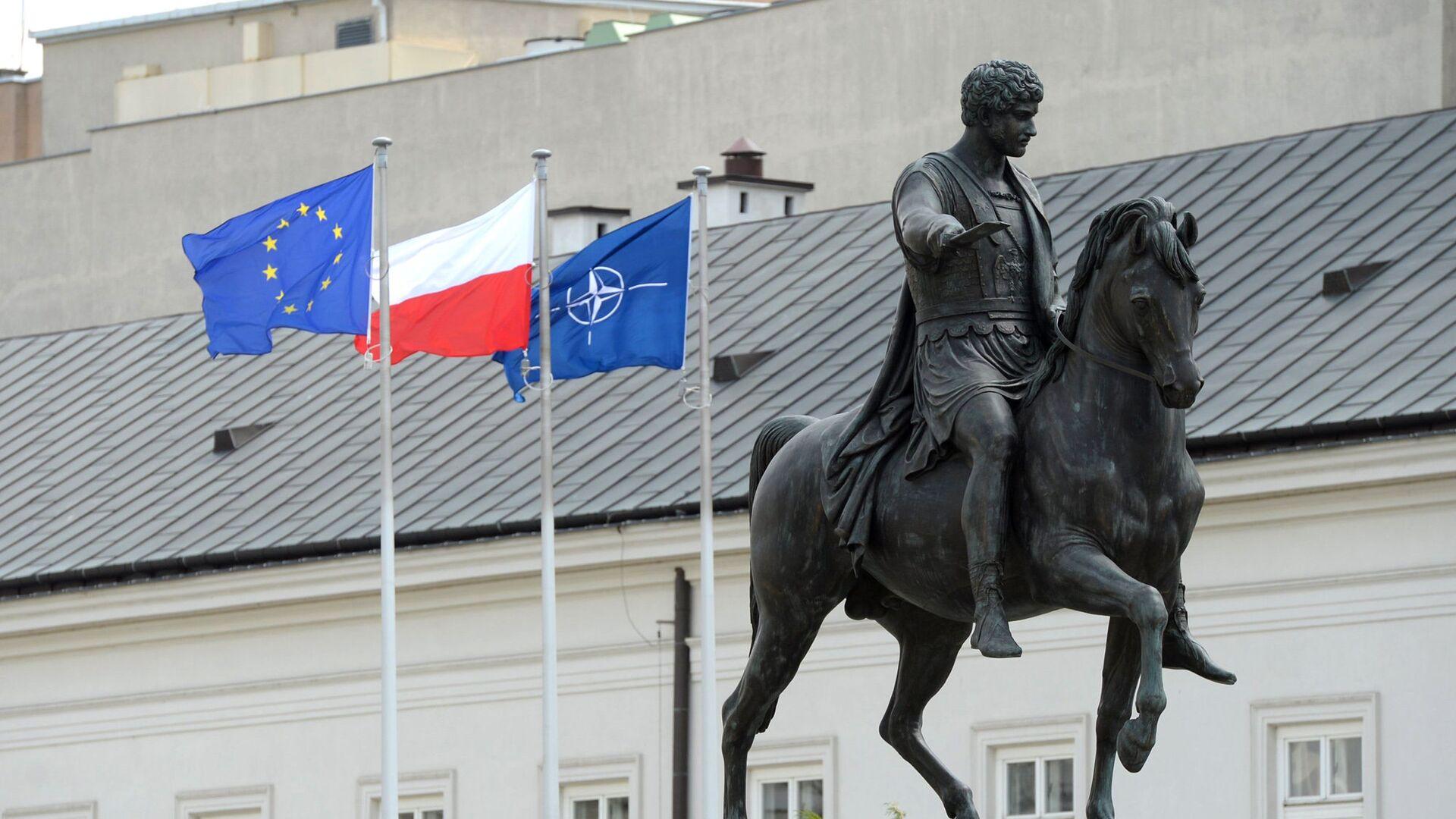 Флаги Польши, ЕС и НАТО в Варшаве - РИА Новости, 1920, 05.04.2021