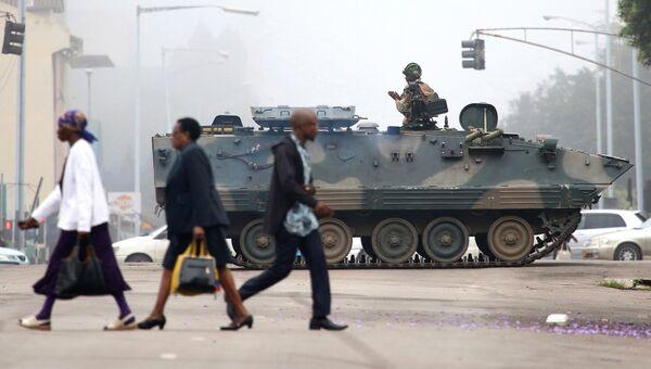 Военные в столице Зимбабве Хараре. 15 ноября 2017