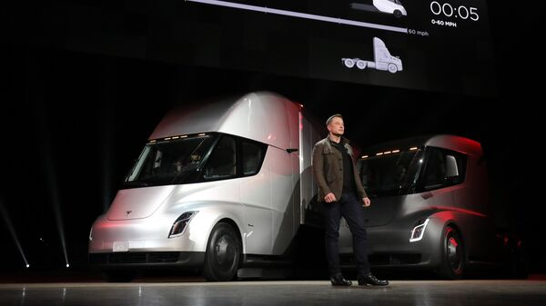 Инженер, предприниматель, изобретатель и инвестор Илон Маск на презентации новинок автомобильного подразделения компании Tesla Motors. 17 ноября 2017