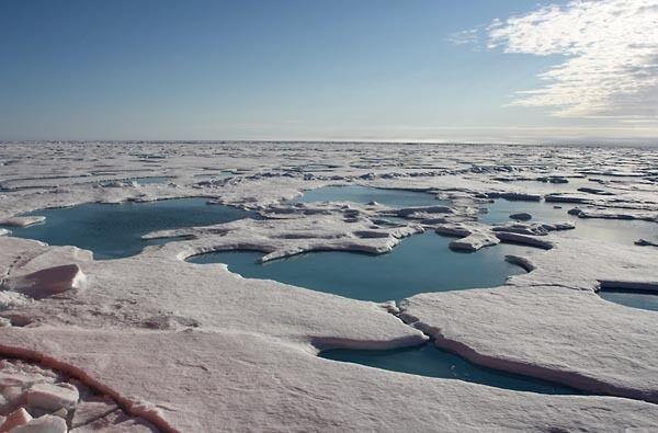 Россиянин совершил рекордный полет над Северным полюсом