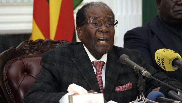 Президент Зимбабве Роберт Мугабе во время телеобращения к народу. 19 ноября 2017