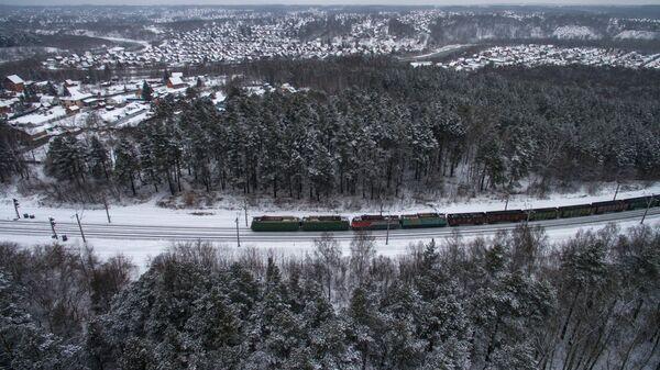 Поезд на ответвлении Транссибирской железнодорожной магистрали