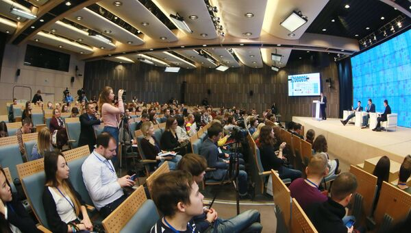 Участники II Всероссийского конгресса молодежных медиа Международной ассоциации студенческого телевидения в Международном мультимедийном пресс-центре МИА Россия сегодня