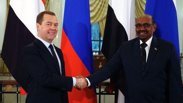 Председатель правительства РФ Дмитрий Медведев и президент Республики Судан Омар Башир  во время встречи в Сочи. 24 ноября 2017